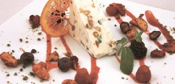 Raviolini farciti con scarola stufata, guazzetto vegetale , uvetta e pinoli