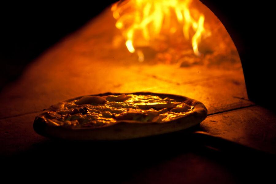 Degustando la pizza e il Franciacorta