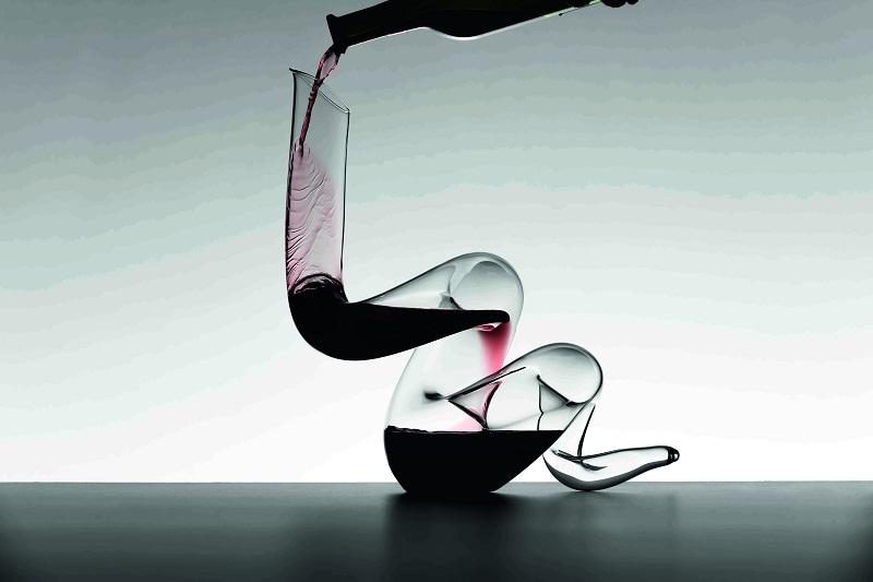I nuovi decanter Boa e Curly, eleganti sculture di cristallo