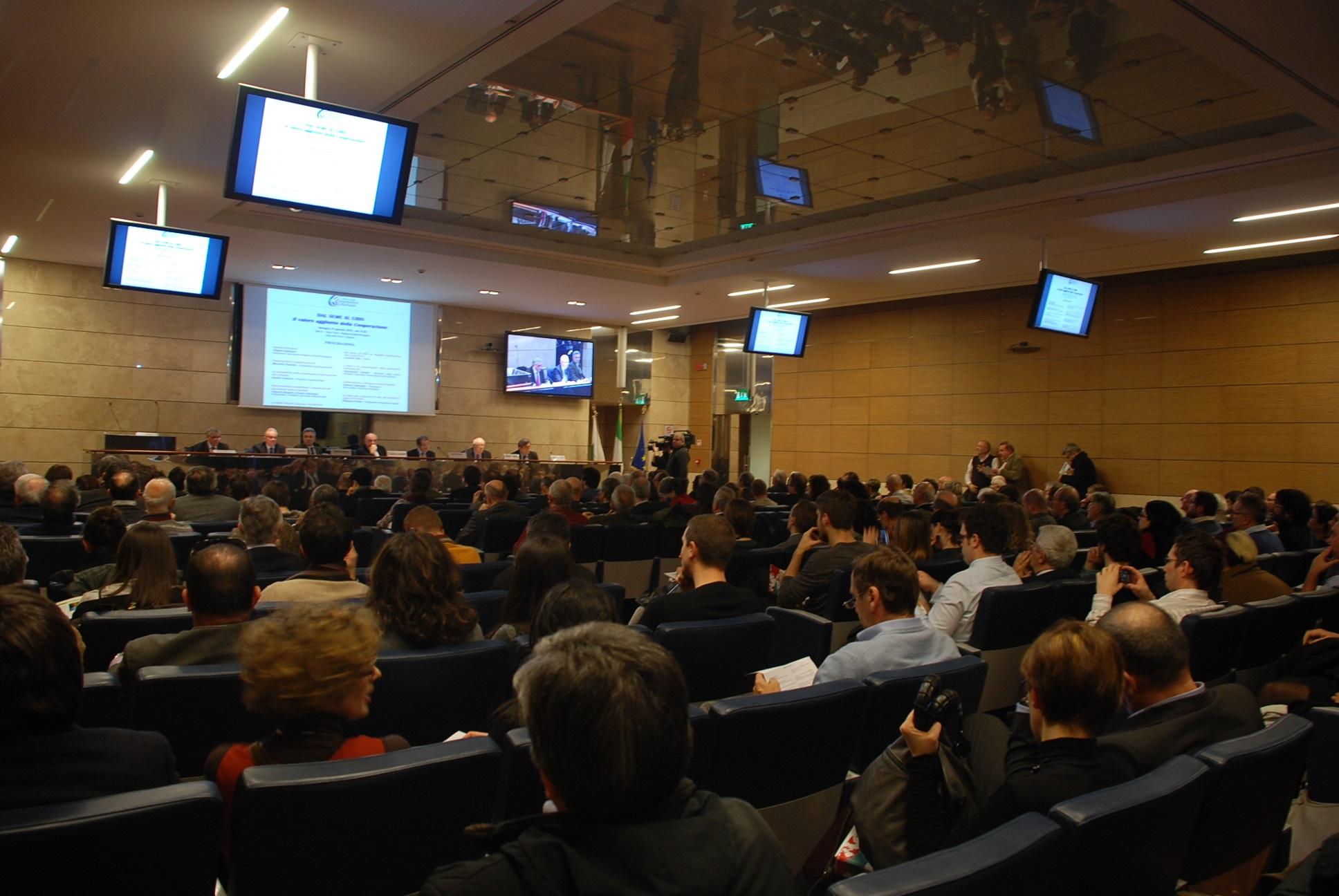 """Si è svolto a Bologna il convegno """"Dal seme al cibo, il valore aggiunto della cooperazione"""""""