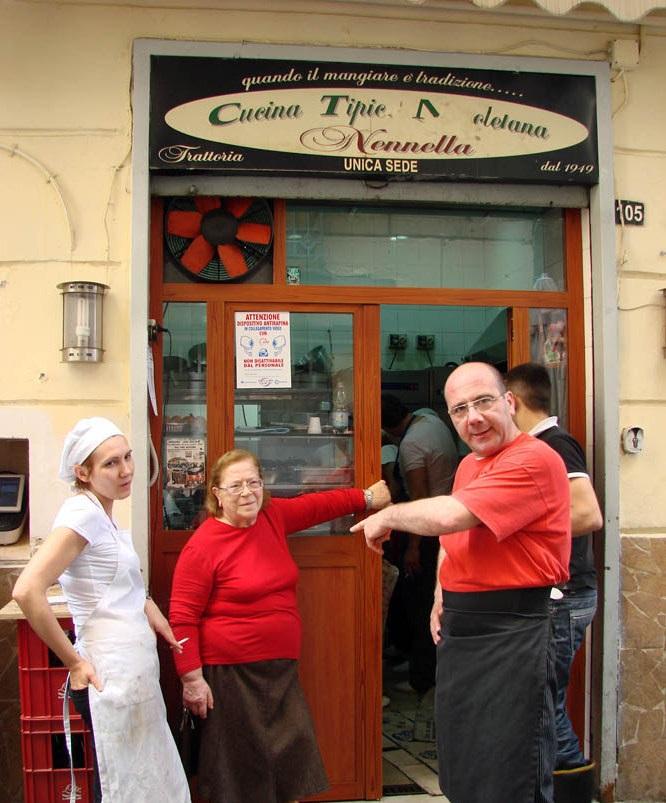 """La verace cucina napoletana di """"Nennella"""" nei Quartieri Spagnoli"""