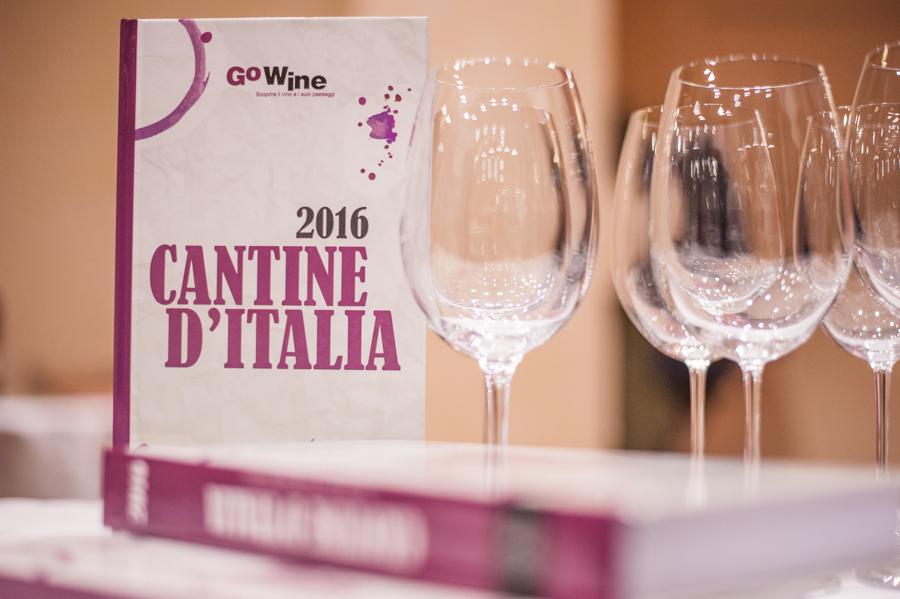 Cantine d'Italia 2016 racconta 700 cantine che valgono il viaggio