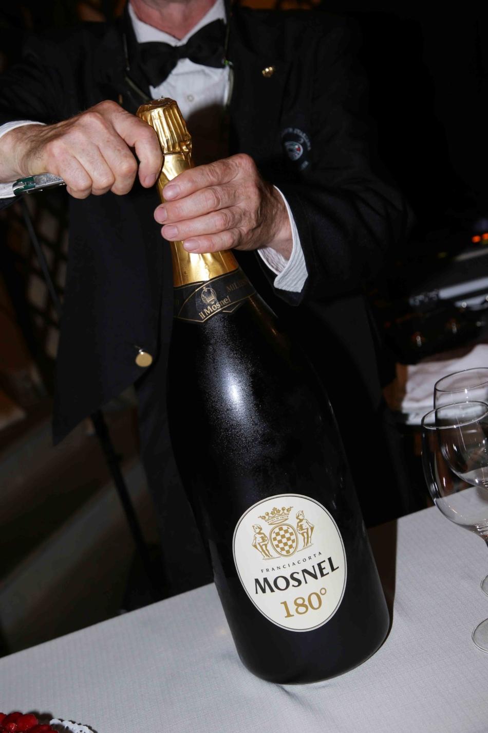 Mosnel festeggia i suoi primi 180 anni di vita 'col botto'