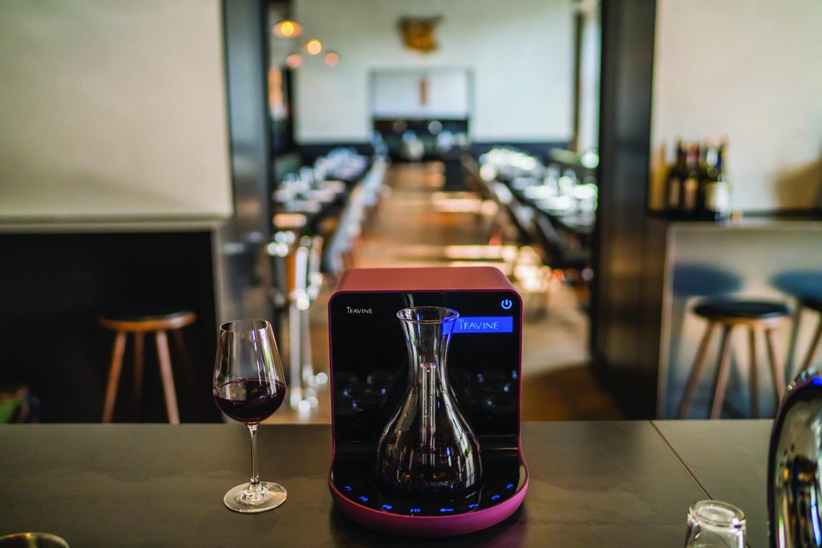 iFavine iSommelier, l'innovativo sistema per decantare il vino in soli 2 minuti