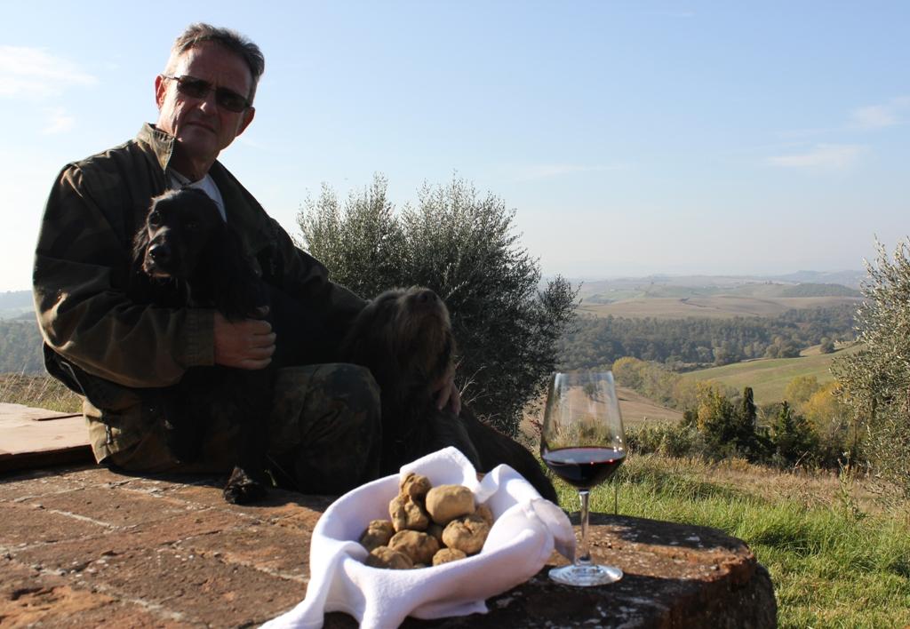 Inebriante novembre alla Fattoria del Colle di Trequanda, tra profumo di tartufo bianco delle Crete Senesi e degustazioni itineranti di Brunello e Orcia