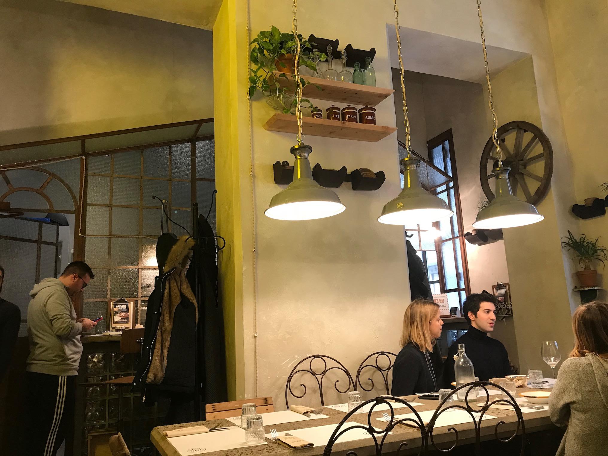 A Milano da Gialle&Co le baked potatoes all'italiana in tante versioni, anche finger food