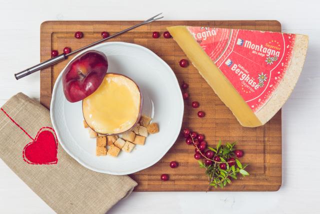 Fonduta di formaggio in crosta di mela, la golosa ricetta con formaggio Montagna Alto Adige Superior di Latteria Tre Cime