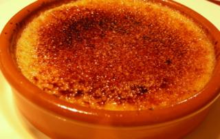 Dolci al cucchiaio semplici e veloci: la soffice bontà della crema catalana