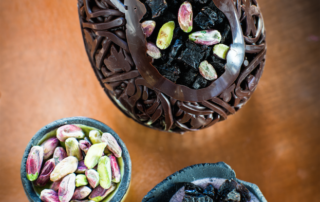 Regalo speciale per Pasqua 2019: l'Uovo gioiello con Prugne della California firmato dal maître chocolatier Stefano Collomb