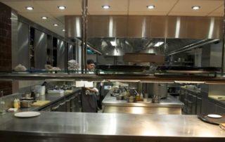 Dalla cottura alla conservazione- quali attrezzature non possono mancare nella cucina di un ristorante