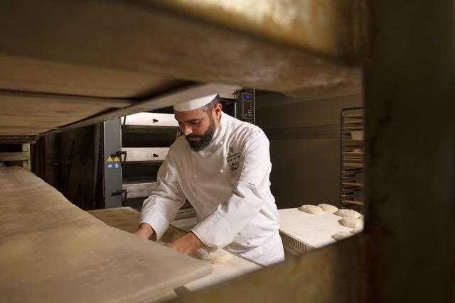 Il Maestro Panificatore Matteo Cunsolo consegna a casa le sue colombe artigianali