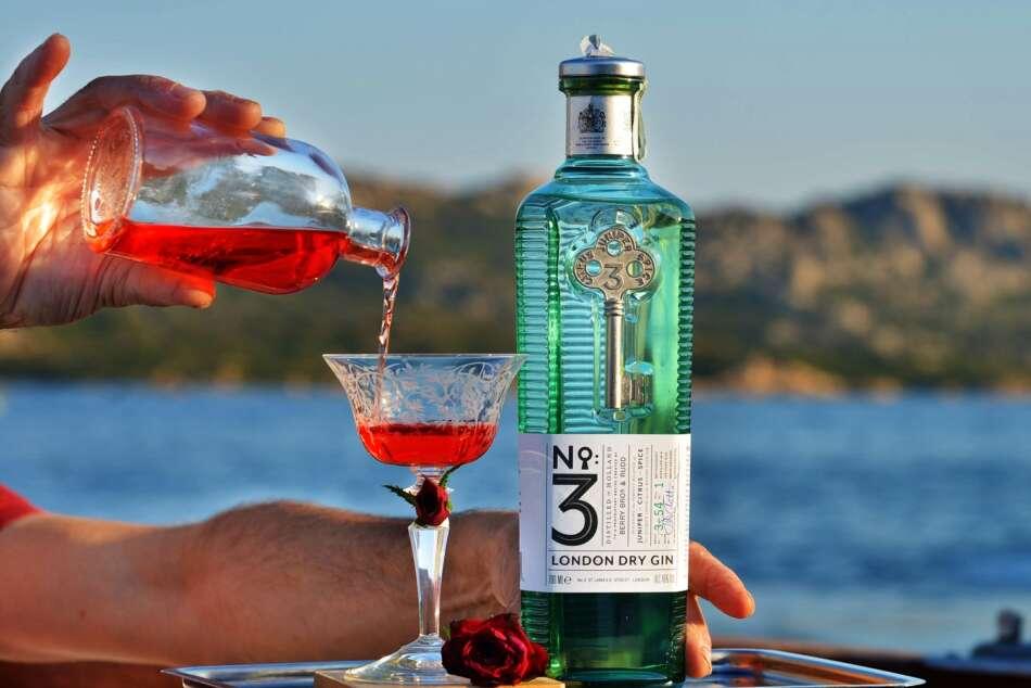 Nuovo cocktail Rosso Relativo, ispirato al film Viale del Tramonto