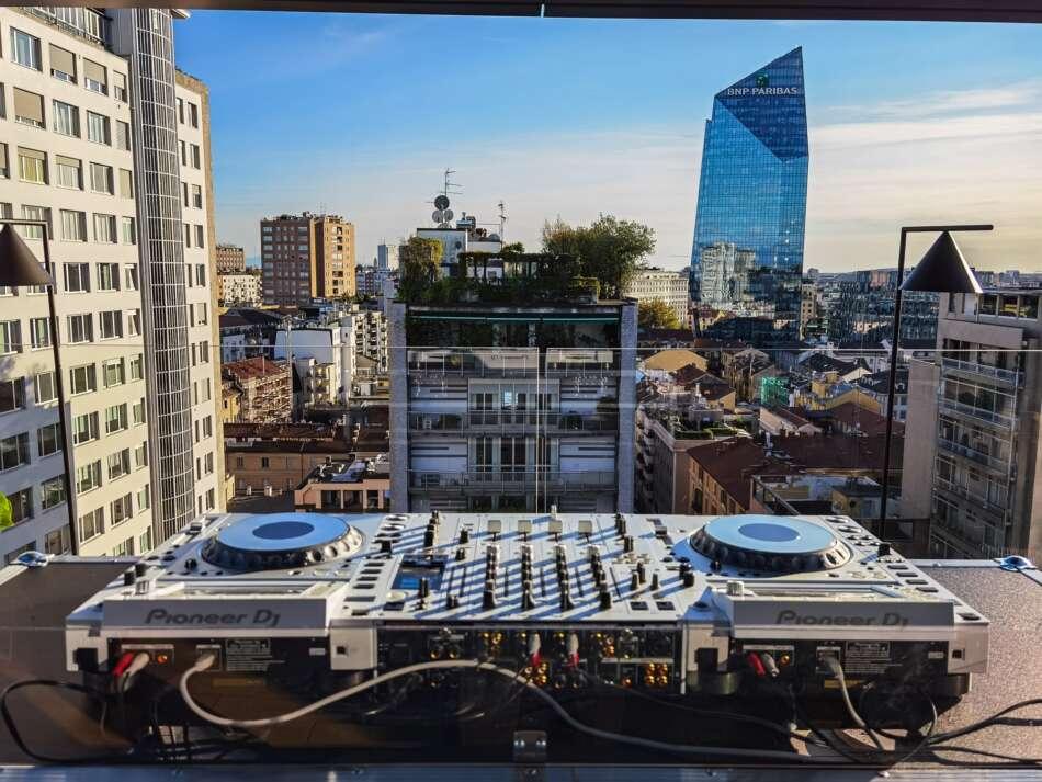 Organics SkyGarden: l'aperitivo dei milanesi diventa urban chic jungle